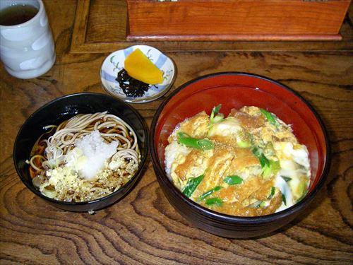 関東の人は「衣笠丼」「木の葉丼」と聞いてもピンとこないってマジ?
