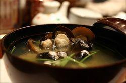 味噌汁の貝の身は食べるべきか残すべきか