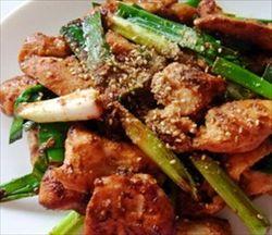 鶏むね肉をにんにくの味噌漬けにするとパサパサ感がなくなってびっくりするほど美味しい