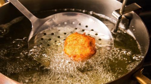 自炊する人って家で唐揚げとかアジフライとかコロッケとかの揚げ物も自分で揚げるの?