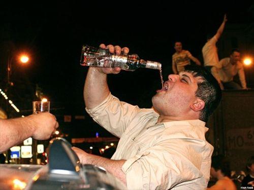 「ロシアの男は怠け者で酒飲んでばかり」 結婚相手探しに苦労するロシア女性たち
