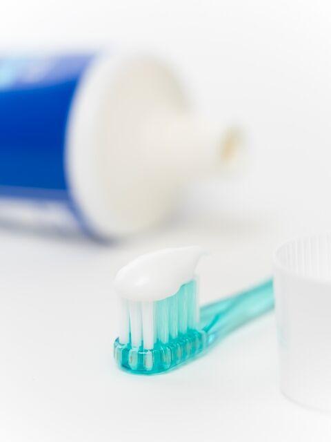 歯科医師が使う歯磨き粉 虫歯予防ならフッ素の量で選ぶ