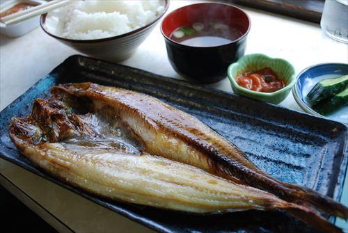 焼き魚って美味いのに外食では絶対注文しないよな