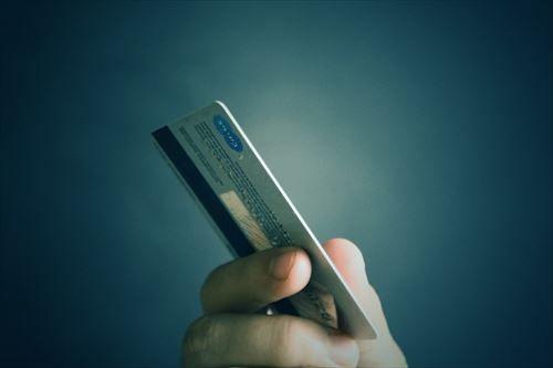 おっさんにもなってクレジットカードも持ってないやつってどうやって生きてんの?