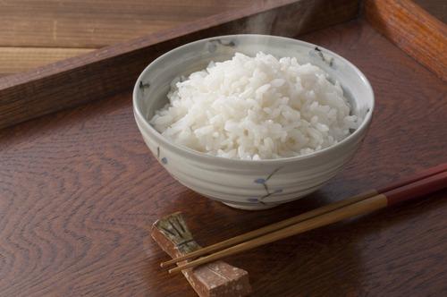 米は常温ではなく冷蔵庫で保存すると粘りと甘みが増す