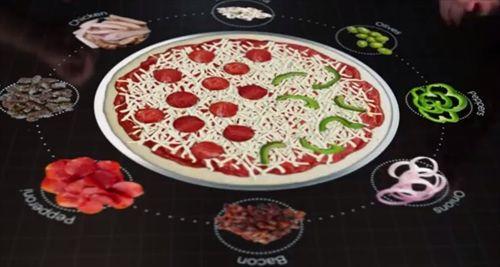 いつの日かこんな注文方法ができるようになるのか? テーブル上ですべてを済ませる近未来的なピザの注文方法