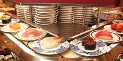 回転寿司、隣のテーブルマナーでイラつくこと 1位レーンに向かってくしゃみをする 2位取った皿を戻す