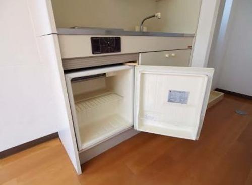 キッチンの下にあるあのちっちゃい使い勝手の悪い冷蔵庫wwww