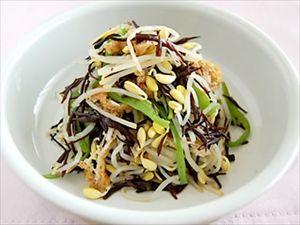黒と白のコントラストが美しい「もやしとひじき炒めもの」人参、青菜をちょっと入れたら完璧ね。