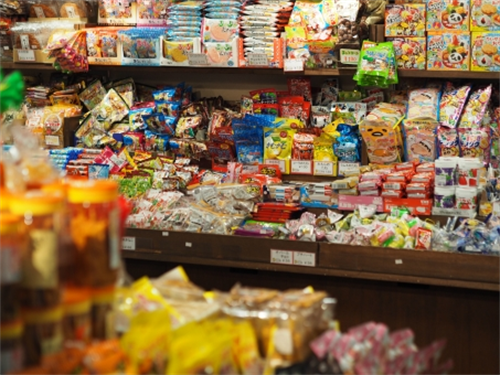 なぜ日本の駄菓子は酒飲みにも対応できるようにチューニングされてるのか?