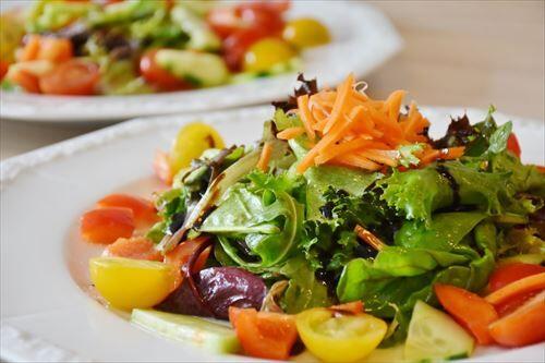 拷問官「生野菜で白米を食え」