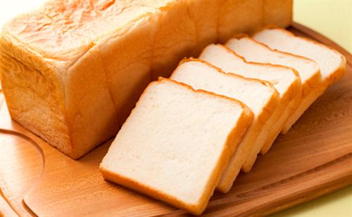 【衝撃】ポテトチップス1袋(60g)より食パン1枚の方が塩分が高いんだな