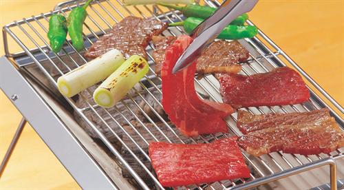 「生肉と焼き上がりとでトングを使い分けるか」44.3%が「使い分けていない」 トングと箸の使い分けなど消費者庁が呼びかけ