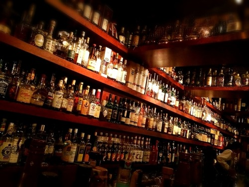 ウイスキーってそのまま飲んだらアルコールきつすぎて口の中痛い