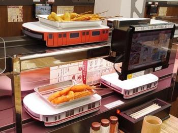 【大阪グルメ】串かつが電車で運ばれてくる! 社長「串かつ業界の革命や」