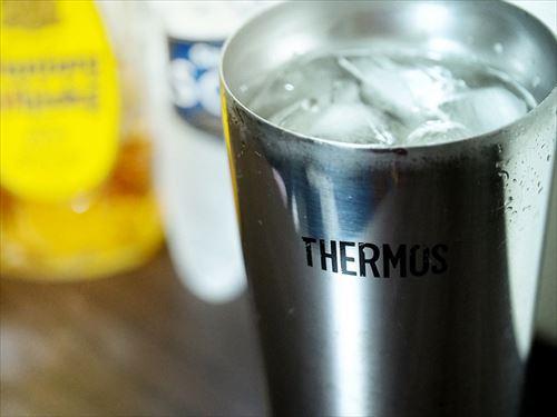 サーモスの真空ボトル「真夏でも10時間くらい氷溶けんで」 ワイ「ほーん、ええやん」