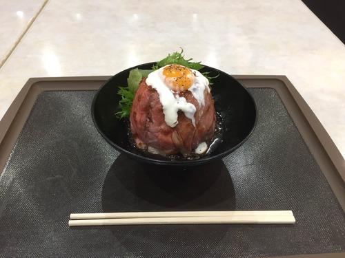 【画像】ワイ、初のローストビーフ丼(1050円)を注文するも想像と違ってげんなり