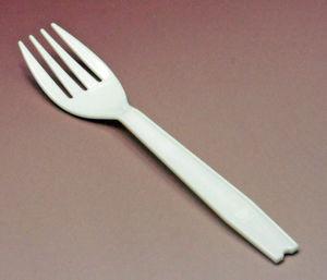 【激怒】コンビニでパスタを購入しているのに割り箸を入れる店員について