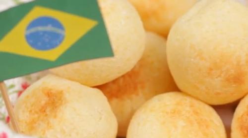 ブラジル定番のチーズを混ぜ込んだパン「ポンデケージョ」モチモチの食感がやめられないとまらない