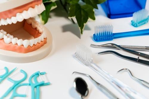 【朗報】歯が汚いぼく、50万かけて歯を綺麗にする