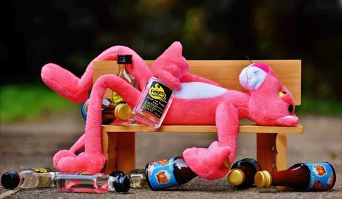 the_pink_panther_drink_alcohol_drunk_bank_rest_sit_fig-496476_R