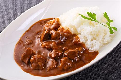 カレーライスにソースや醤油をかけて食べるやつがいるんだけど何で味を変えるんだ?