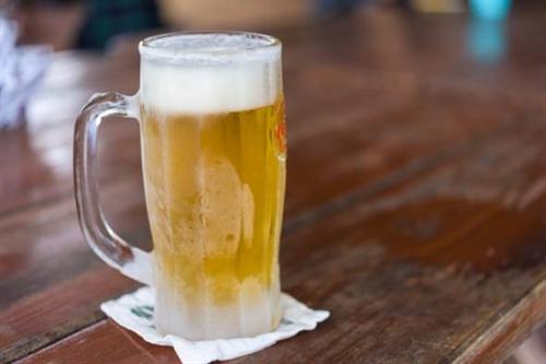 若者の「酒離れ」は必然! そもそも日本人の約半数は酒が弱いので「無理やり飲ませてた今までが問題」