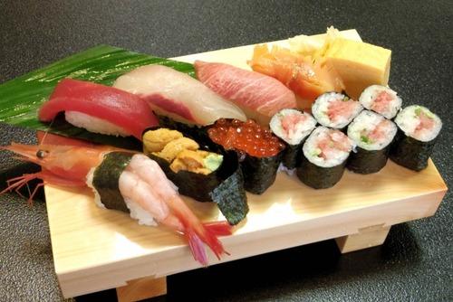 寿司はネタを下にして食べるのが正しい←これ
