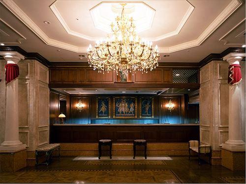 ホテルフロントマンワイ、体調不良でも来るアホの多さに絶望