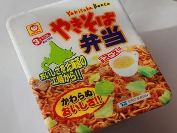 北海道民のソウルフードは焼きそば弁当と付属の中華スープだよな?