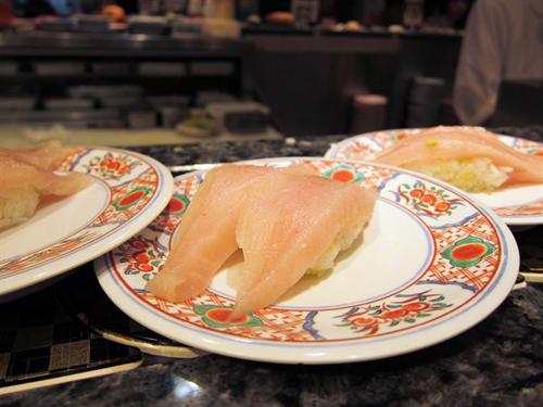 家族連れ「味のスシロー、おもちゃのくら寿司、新幹線のかっぱ寿司か……」