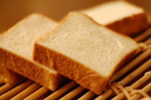 食パンの4つ切りを買わずに6つ切りとか買っちゃってる奴wwwwwwwww