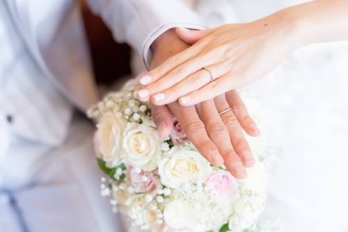 結婚相手に求める年収、20代正社員「400万」、30代正社員「1500万」、40代女性パート「800万」