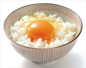 卵かけごはんに白身を入れて食べるのが信じられない。通は黄身だけを入れる。