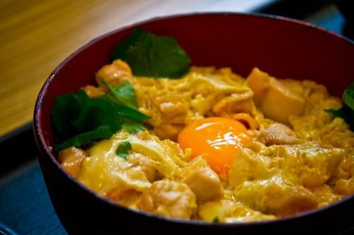 親子丼←いや、鶏肉を豚肉にしたほうが旨いよね?