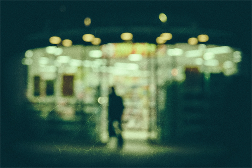 深夜のコンビニ店員は何故接客態度が悪かったり無愛想なのか?