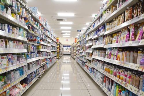 スーパーで棚の後ろから食品を取るド屑。その分の消費期限切れ破棄増えて価格転嫁されるの知らないの?