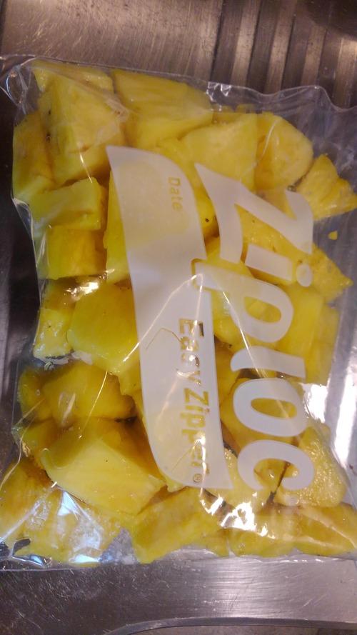 【朗報】パイナップルさん、1個まるごと買って自分で捌くと安すぎる