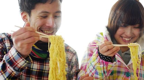 【お客さん激怒】神奈川県に恐ろしく態度の悪い人気ラーメン店がある!客は緊張しながら食べる