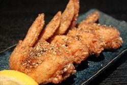 激ウマ!手羽先に小麦粉を薄くつけて揚げる名古屋風手羽先の唐揚げ。