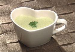 ブロッコリーの芯で作るポタージュスープ。低カロリーだけどクリーミーで美味しい。