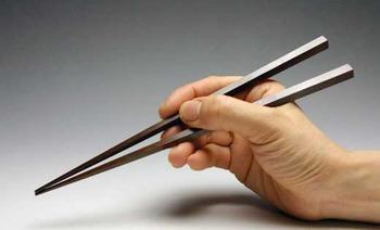 クチャラーとか箸の持ち方が悪いのって何で? 親の教育が悪いのか
