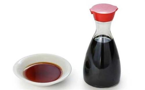 日本人「刺身には…醤油やな、焼き魚も大根と醤油で牛はにんにく醤油…麺も醤油やな」