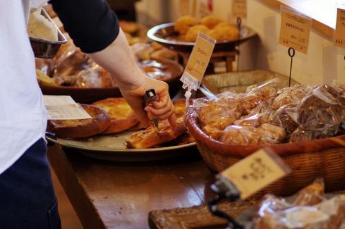 「パン屋で絶対に買ってしまうパン」をひとつ想像してこのスレを開いてください
