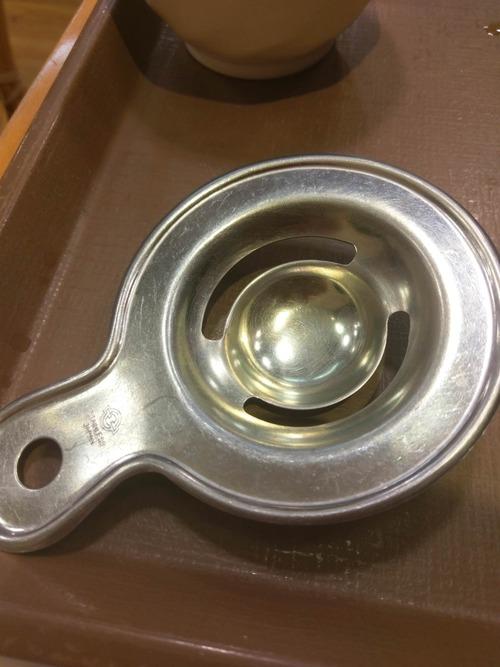 牛丼屋で出てくる丸い金属の道具