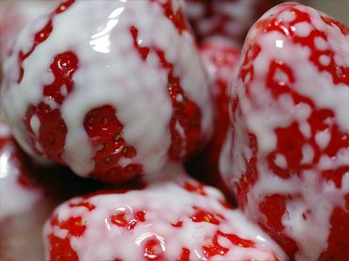 辻希美さん、イチゴ狩りで摘んだ新鮮なイチゴに練乳をかけすぎて大炎上