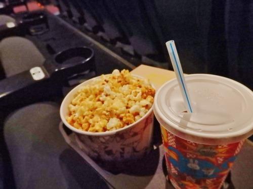 映画館ワイ「めっちゃキャラメルのええ匂いするなぁポップコーン買っとくか」