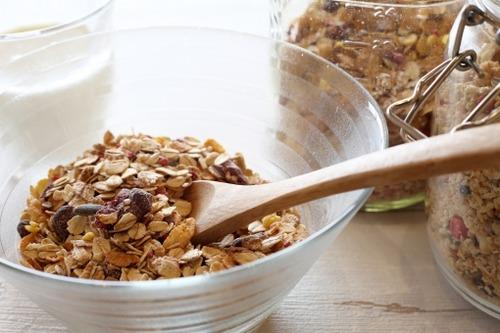 シリアル食品「お米よりカロリー低くて栄養豊富ですぐに食べられます」←