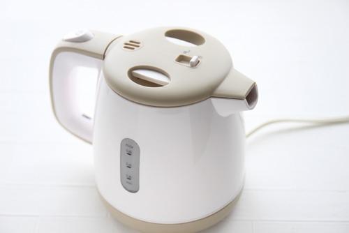 年間の光熱費を比較 電気ポット「約1万円」 電気ケトル「約3000円」」