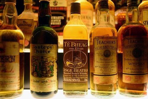 スコッチ・ウイスキー、パーティーではのけ者…バーボン・ウイスキーに押されて世界輸出7%減